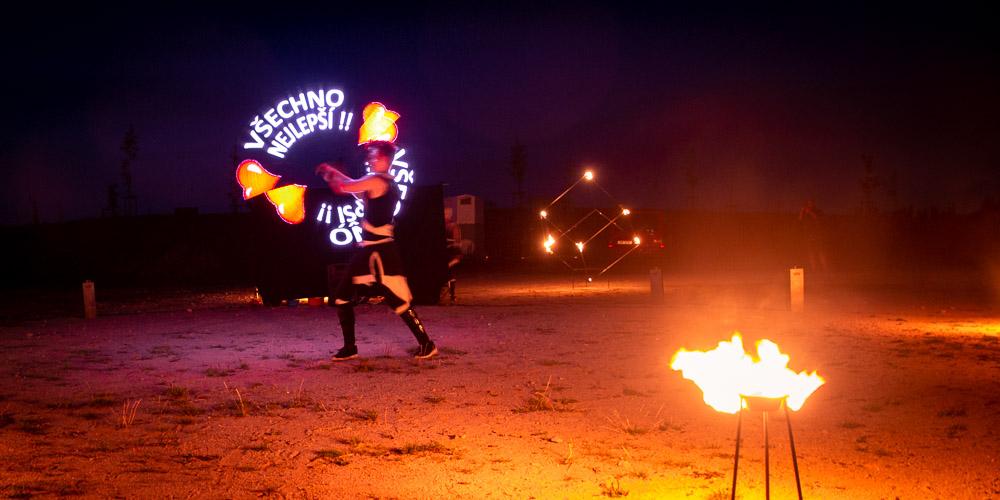 Oheň a nápis všechno nejlepší.