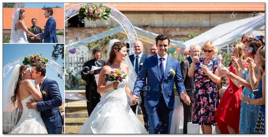 polibek a zakončení svatebního obřadu.