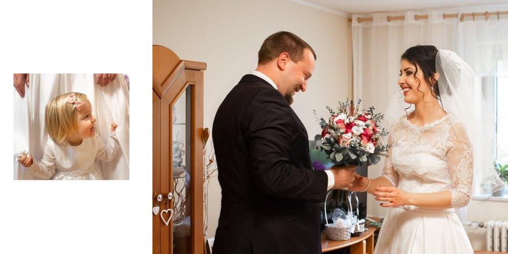Předání kytice ženichem,