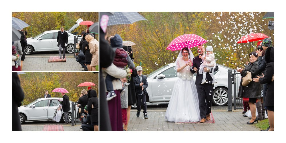Nevěsta s ženichem s deštníkem.