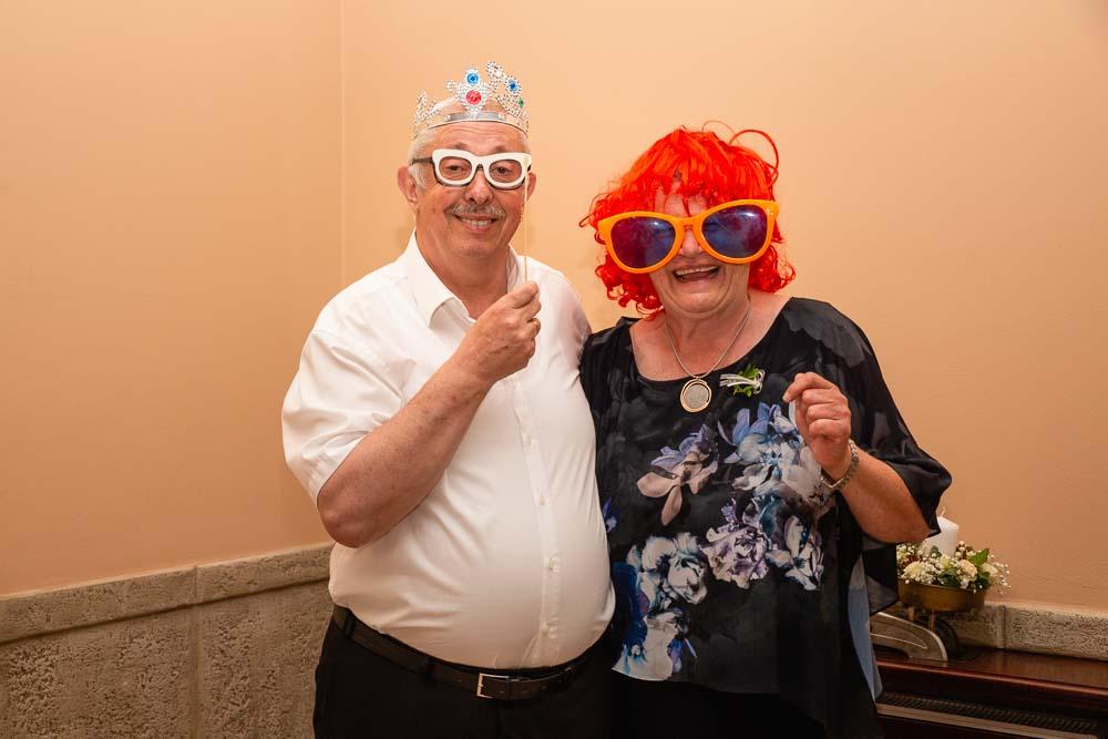 Babička s dědou a velké brýle.