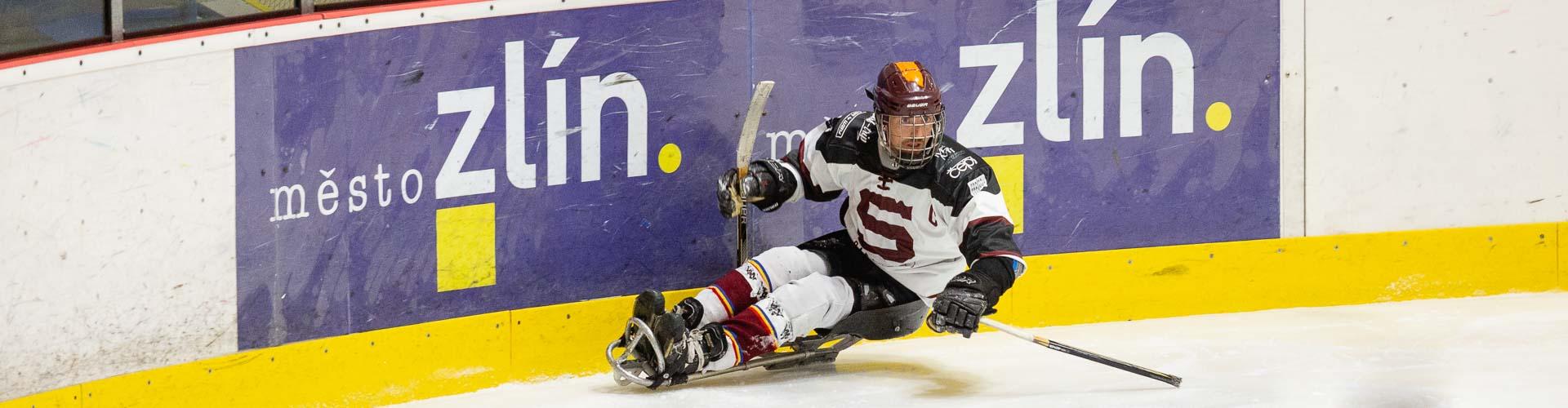 Sledge hokejista na ledě ve Zlíně.